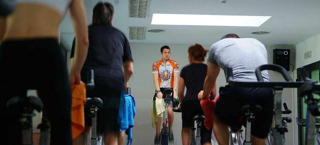 esiones dirigidas a la mejora de la resistencia cardiovascular utilizando una bicicleta estática al ritmo de la música, incorporando cambios de ritmo e intensidad. Son clases ideales para la pérdida de peso.
